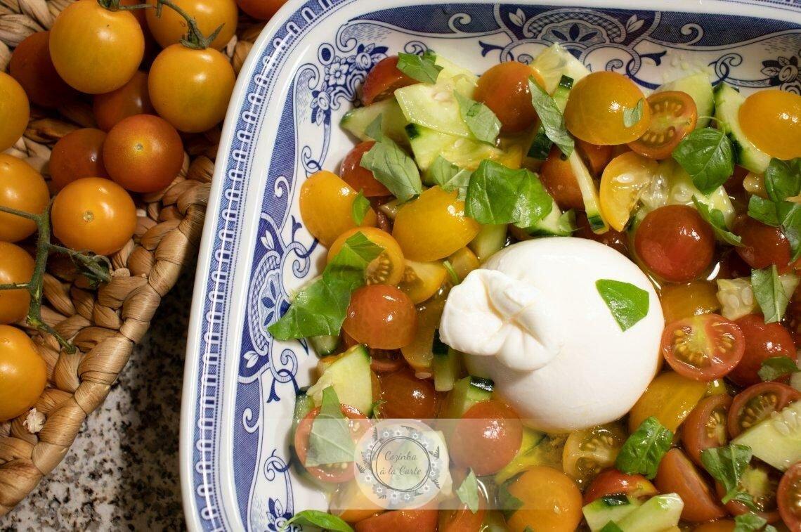 Salada de Tomate e Pepino com Burrata
