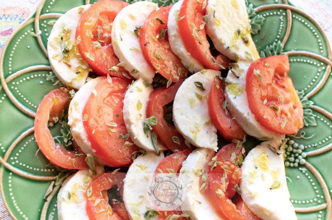 Salada de Tomate e Queijo de Cabra