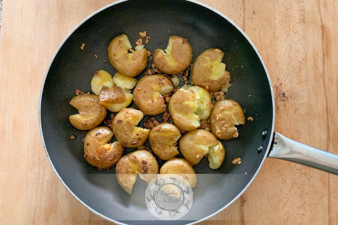 Batatas a Murro na Frigideira