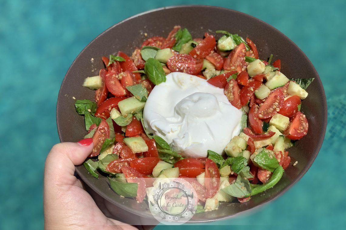 Salada de Mini Tomatinhos Chucha com Pepino, Manjericão e Gomásio