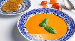 Sopa de Tomate Cherry e Alho Assados