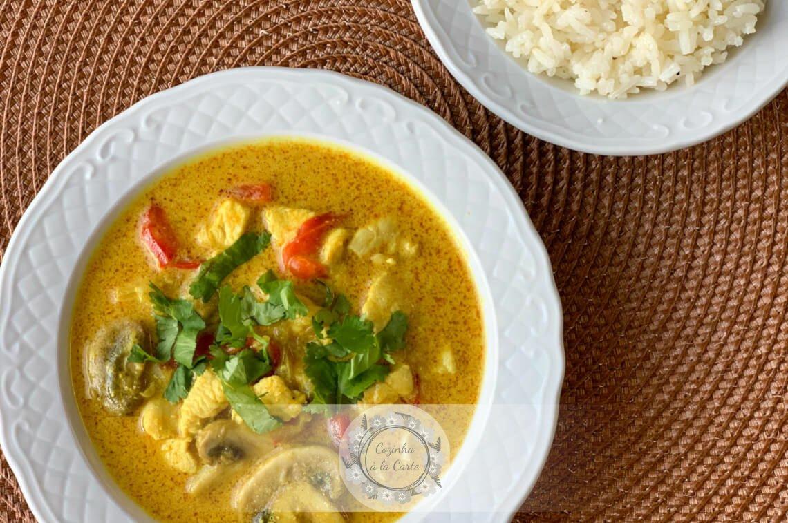 Caril Tailandês de Frango e Legumes