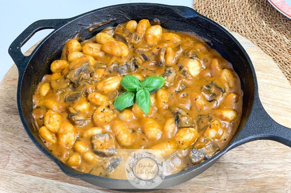 Gnocchi com Molho de Tomate e Beringela (Assados) e Cogumelos Portobello