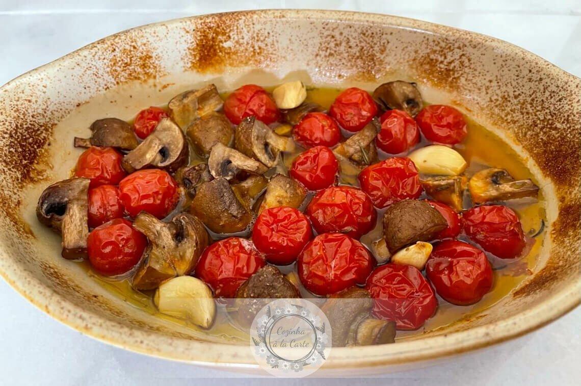Tomatinhos e Cogumelos Assados